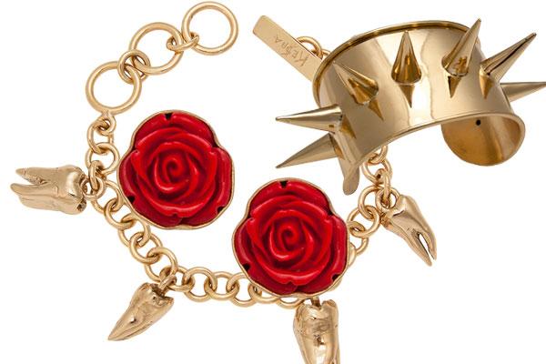 Neben Penisanhängern hat ke$ha auch Rosenmotive und echte Zähne verarbeitet