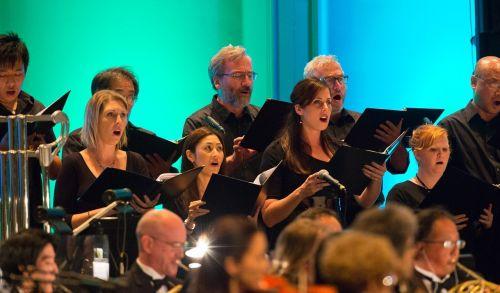 Auch der Chor gehörte zu dem Köpfigen Symphonie-Ensemble.  © Bradley K. Goda