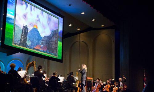 Das Orchester um Dirigentin Amy Anderson spielte genau im Takt zu den Szenen auf der Leinwand. © Bradley K. Goda