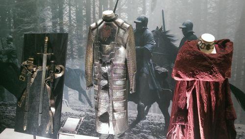 Waffen und Kostüme von Stannis Baratheon und Melisandre (c) enemy.at