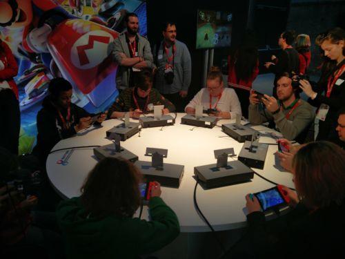 Bis zu acht Switch-Konsolen können miteinander verbunden werden um im lokalen Multiplayer gegeneinander anzutreten.