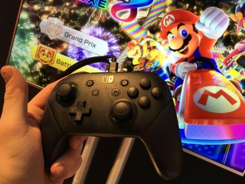 Wie bei der Wii U gibt es auch für die Switch einen Pro Controller, der separat erhältlich ist.
